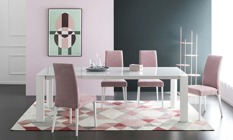 Complementi d'arredo Sedie Tessuto Rosa Tavolo Vetro Bianco Calligaris Fonte del Mobile Massagrande Montagnana Padova